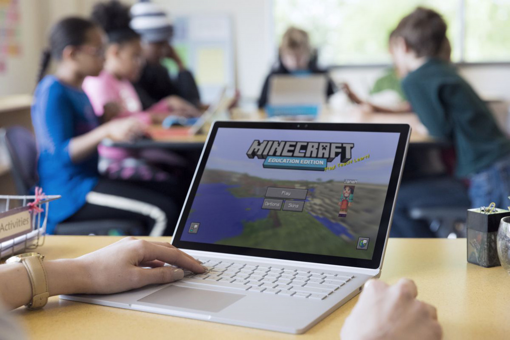 Teacher and pupils playing Minecraft