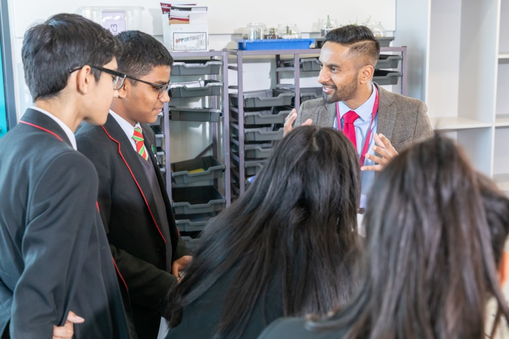 Bobby Seagull with students in class